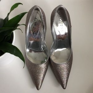 GUESS Silver Multi/Argent Heels Size 5.5